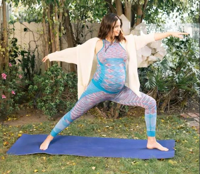 孕妇也可以做瑜伽吗,超模米兰达•可儿告诉你