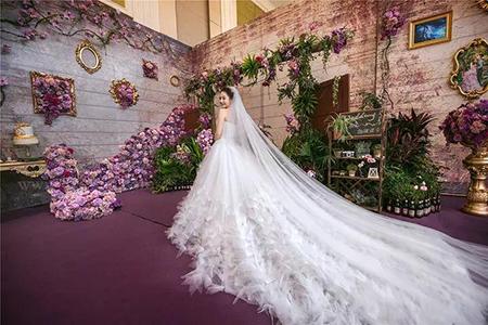 新娘选婚纱最注重版型,但是别只关注腰部