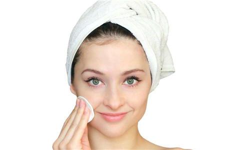 油皮女生每日护肤,修护屏障最重要