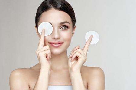 美白保湿水如何选择,涂抹手法得当才能护肤