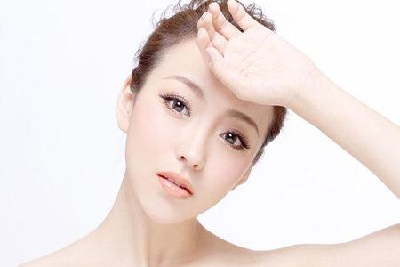 保护你的细腻肌肤,遵守标准卸妆步骤