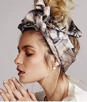 简单发型加上它的装饰,让你气质满分