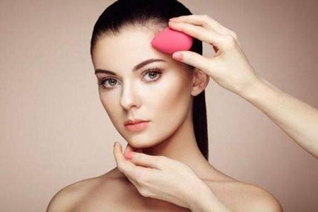 美妆蛋多种上妆方式,让女生的美丽更精致一些