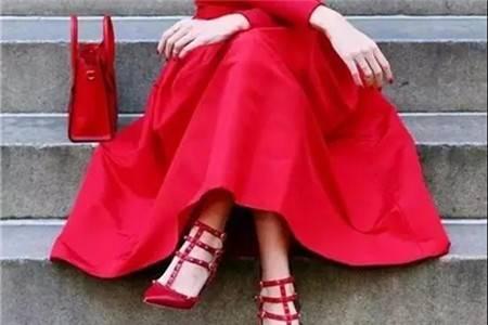 艳丽的复古红色高跟鞋,穿出女生的自信美丽