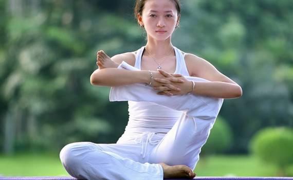 女性腹部有赘肉怎么办?3个瑜伽动作消灭它